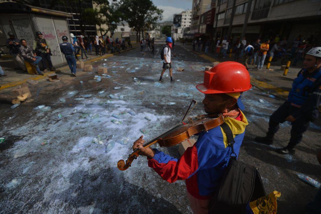 El violinista fue arrestado por funcionarios de la Guardia Nacional Boli...