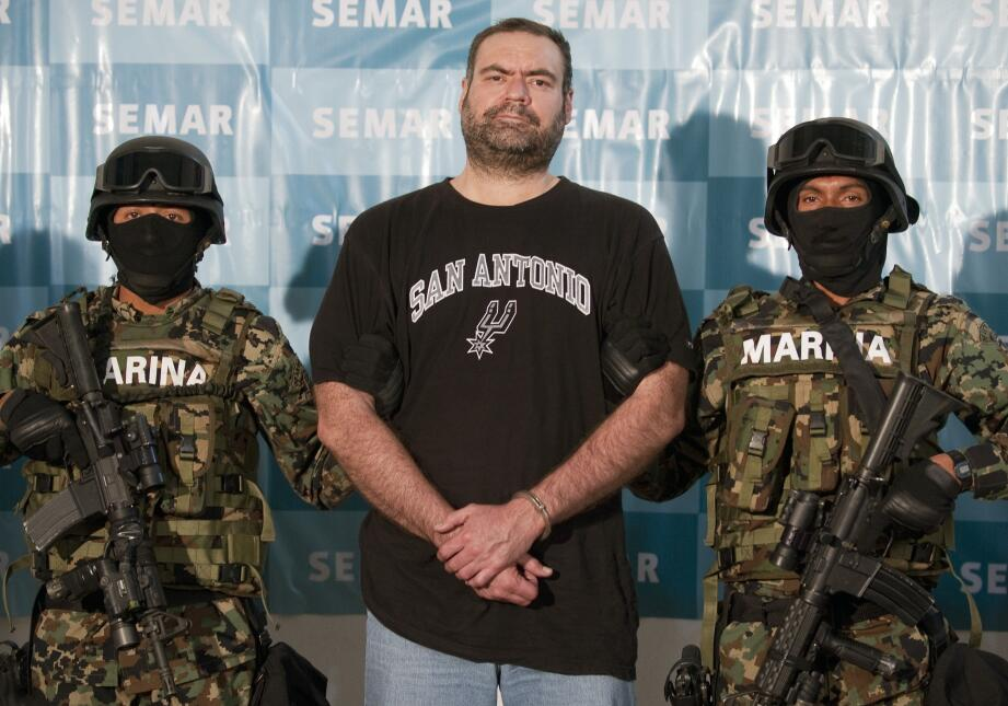 """Sergio Enrique Villarreal, """"El Grande"""", mide 2.01 metros."""
