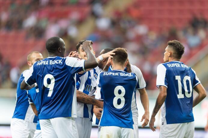 Chivas y Porto empatan con polémico final GOl Vincent Aboubakar Porto 2.jpg
