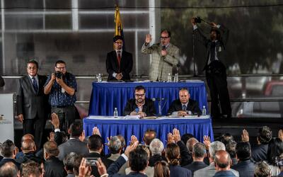 El presidente de la Asamblea Nacional, Julio Borges, juramenta a los int...