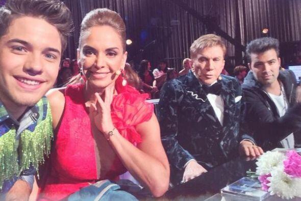 """""""Miren nada más, un #Selfie con los jueces de hierro! #LupitaJones #Osme..."""