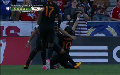 Goooolll!! Vicente Sanchez mete el balón y marca para Houston Dynamo