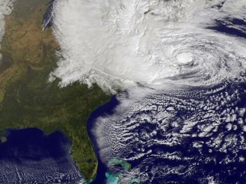 Imágenes satelitales del fenómeno atmosférico que h...