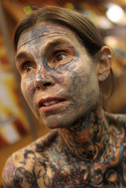 Su rostro parece tener una pigmentación grisasea más allá que patones. t...