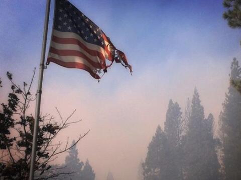Incendios forestales en el norte California no dan tregua, y la amenaza...