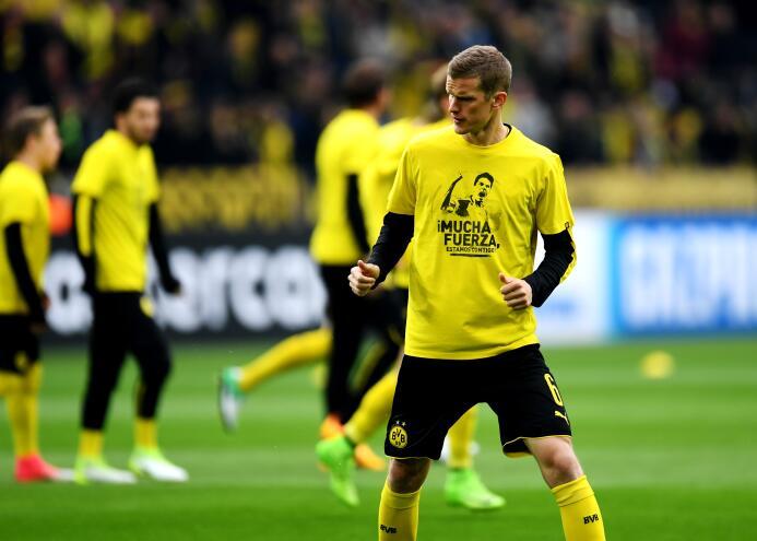 Borussia Dortmund le rinde homenaje a Marc Bartra GettyImages-667700644.jpg