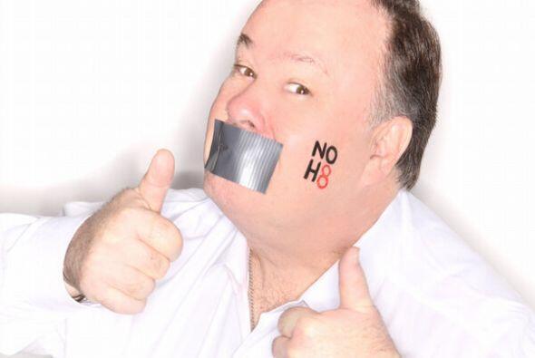 """Y también participó en campañas como el """"NO H8"""" para luchar contra la ho..."""