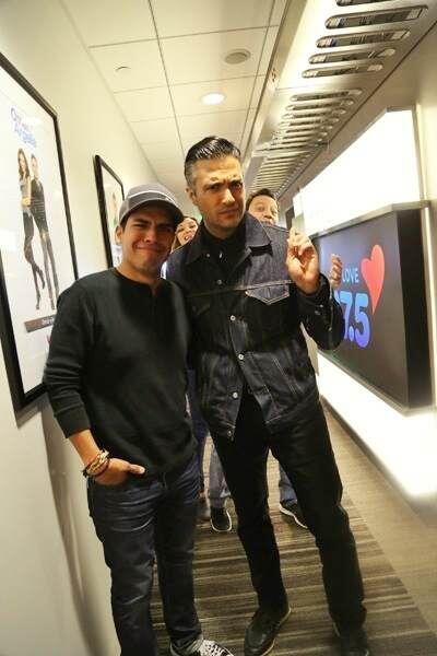 Aquí con nuestro productor de Omar y Argelia, Gorritas (con un leve phot...