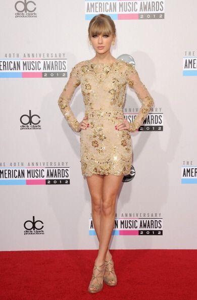 ¡El 'nude dress' llegó para seducir a las celebridades y convertirse en...