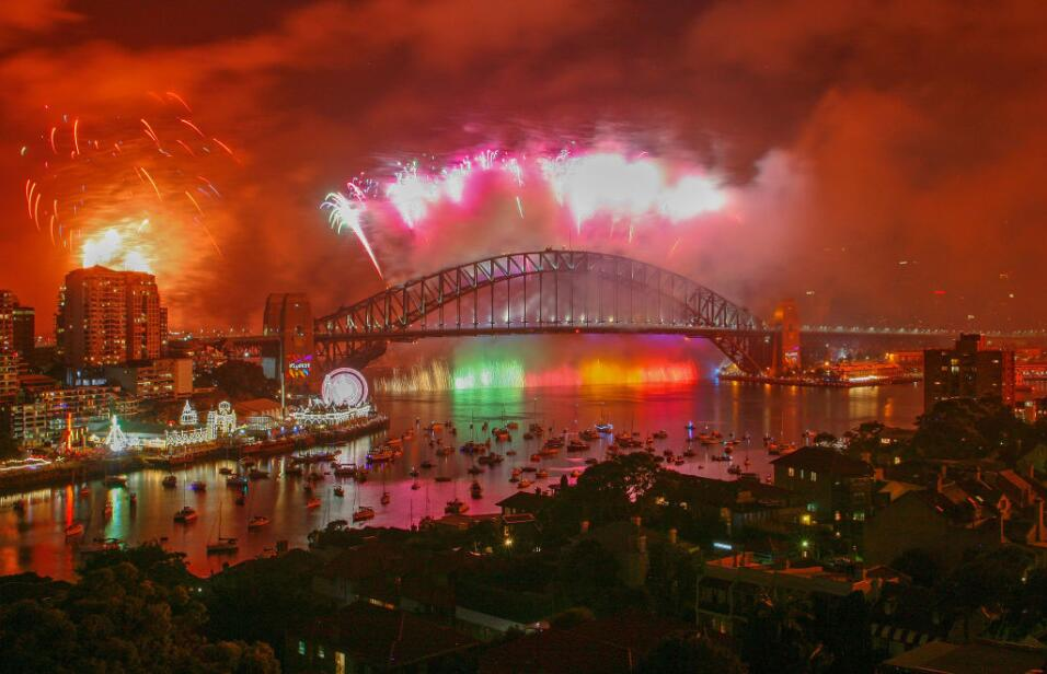 Fireworks explode from the Sydney Harbour Bridge and the Sydney Opera Ho...