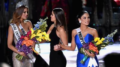 Miss Universo le entrega la corona a Colombia por error