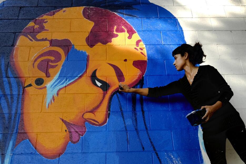 Hispanos impulsan el muralismo de Los Ángeles SOP_AP_SPANA_SPAN_CA_USA_S...