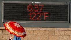 En un minuto: La ola de calor en Europa lleva a los hombres a ponerse falda