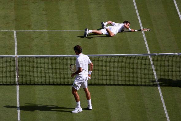 El público inglés disfrutó del excelente tenis del número tres del mundo...