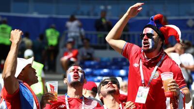 El optimismo de los hinchas de Costa Rica y Serbia en el arranque del Mundial