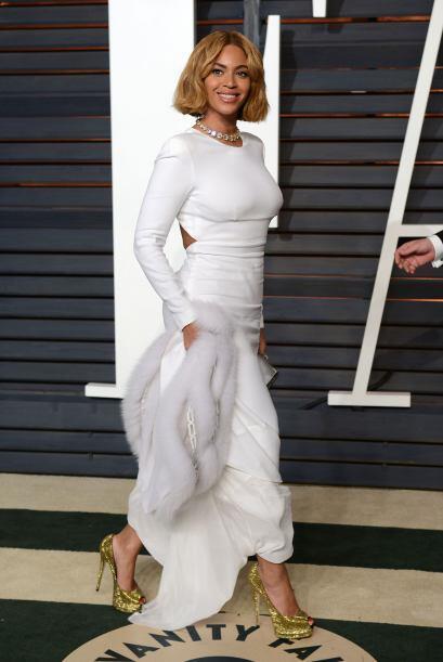 Beyonce uso unas zapatillas de boca de pez para complementar su atuendo...