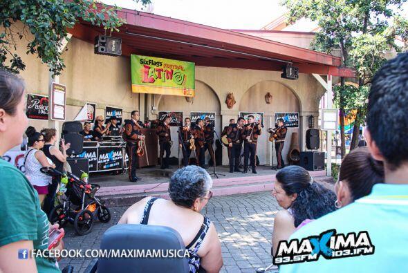 Un gran fiesta se vivió en el Festival Latino del Six flags que llego de...