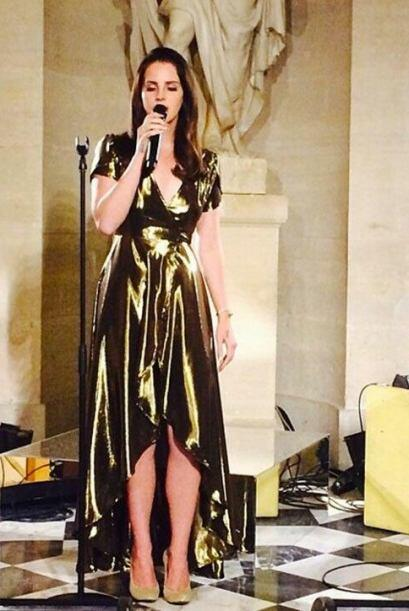 La cantante Lana Del Rey ofreció un concierto privado para los novios y...