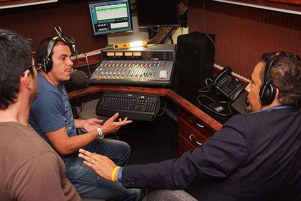 En la radio también tuvo su paso como comentarista en Univision Radio co...