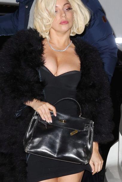 Un bolso negro siempre será la mejor opción para lograr un look casual.