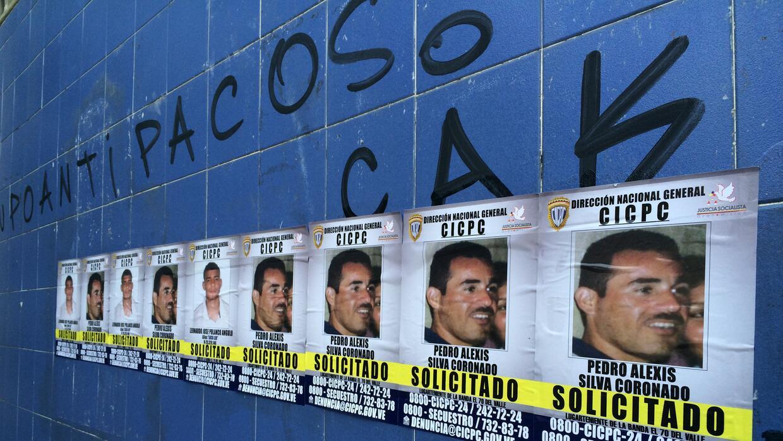 La policía científica venezolana forró las entradas del metro de Caracas...