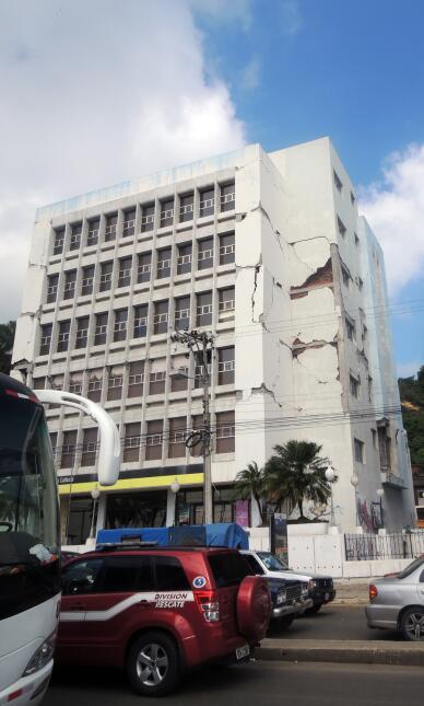 Desesperación y ruinas en la costa ecuatoriana tras el terremoto DSCN210...
