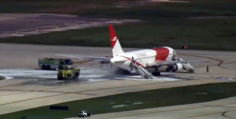 Avión se incendia en aeropuerto de Miami