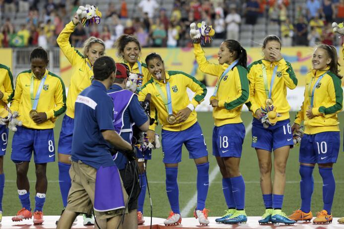 Brasil rescató bronce en futbol: Colombia soprende  AP_373242396669.jpg