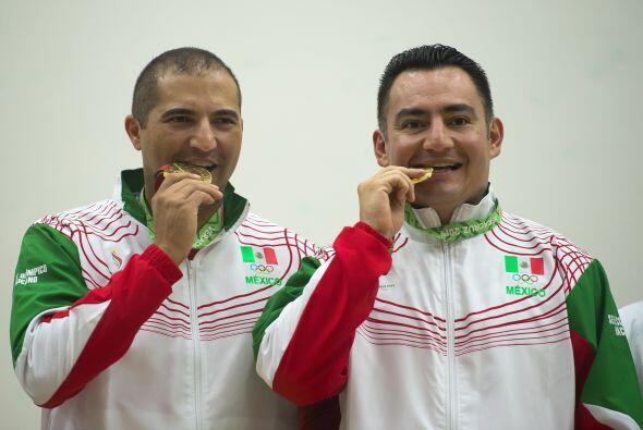 Los mexicanos Álvaro Beltrán y Javier Moreno lograron la medalla de oro...