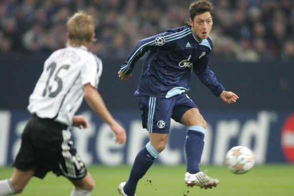 Para sorpresa de muchos, y del propio futbolista, en 2008 el Schalke anu...