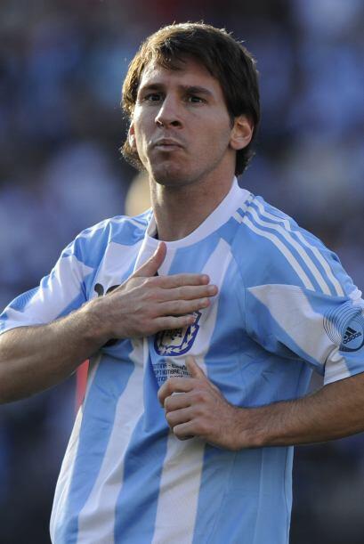 Lionel Messi anotó un gol con su estilo y marca registrada, el primero d...