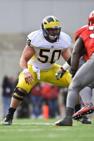 """4. David Molk - Michigan - Edad 23 años - Estatura 1.85 m (6'1"""") - Peso..."""