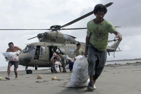 La gente se ha trasladado hasta las zonas donde se están repartie...