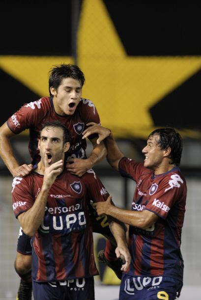 Para el conjunto paraguayo el penal lo convirtió el argentino Roberto Na...