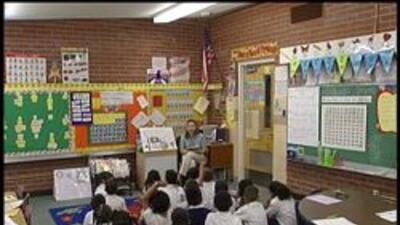 Estudiantes de Tucson en clase con maestra