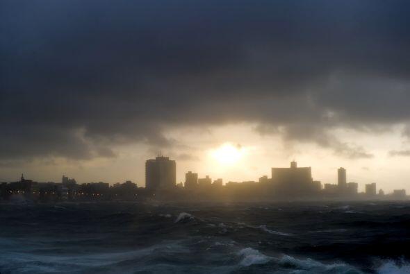 A su llegada al extremo oeste de la isla el jueves, siguió perdiendo int...