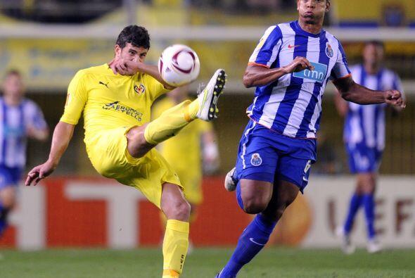 Por más que intentaban tener la posesión del balón, el Oporto presionaba...