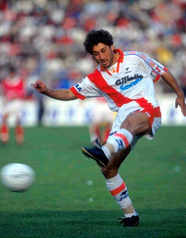 Producto de La Masía, el delantero español Carlos Muñóz jugó para Puebla...