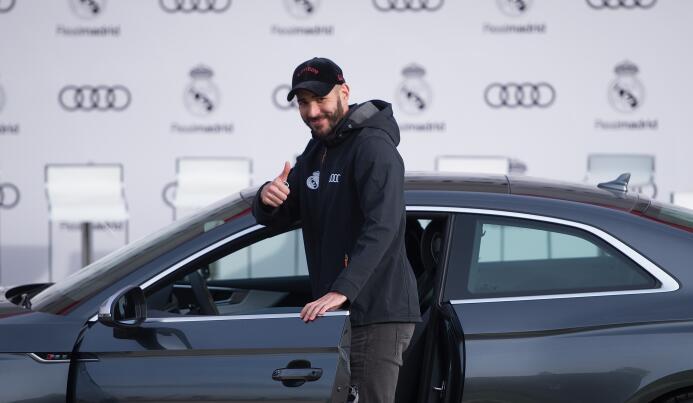 Lujo y diversión en la entrega de autos del Real Madrid gettyimages-8778...