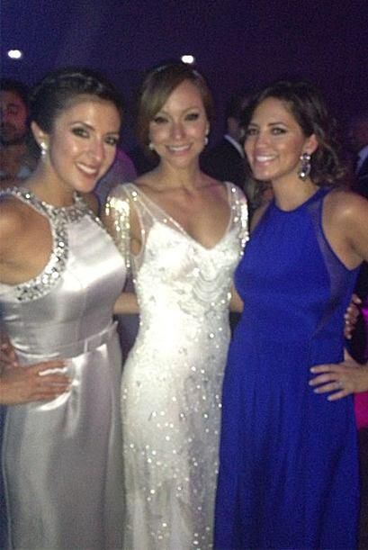 Compañeras y amigas, Maity Interiano con Pamela Silva-Conde acomp...