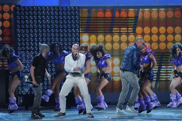 Esta es la primera vez que los reggaetoneros estrenan esta canción en vivo.