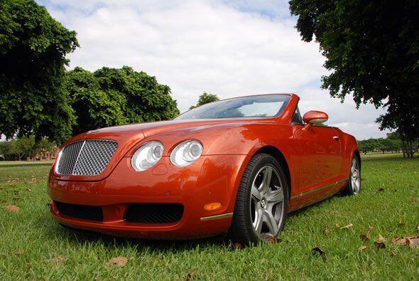 Más que un convertible de lujo, el Bentley Continental GTC 2008 es una v...