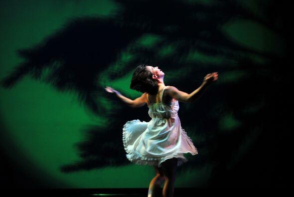 La compañía Pilobolus conjuga en el escenario la creatividad, la imagina...