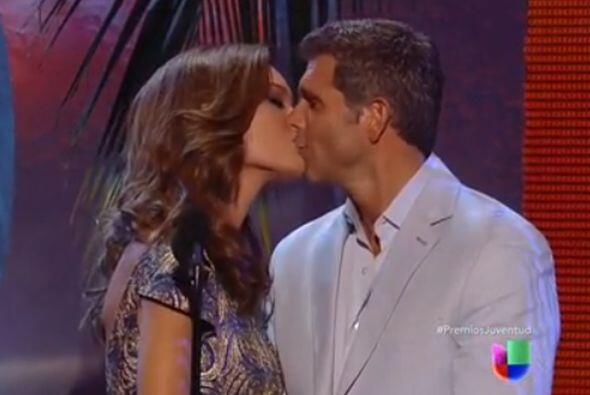 ¡Miren nada más que besote se dieron Zuleyka y Christian Meier! Mira aqu...