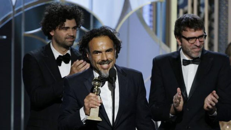 Alejandro González Iñárritu agradeciendo su Globo de Oro por Mejor Guión.