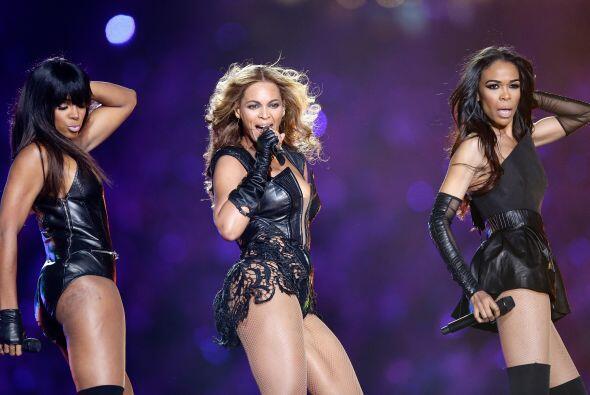 Las tres cantantes deslumbrarían en el coro de la escuela, haciendo trío...