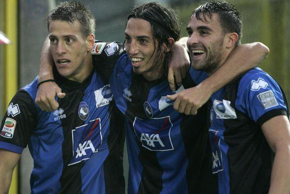 Con gol del argentino German Denis, la Atalanta le ganó al Cagliari.