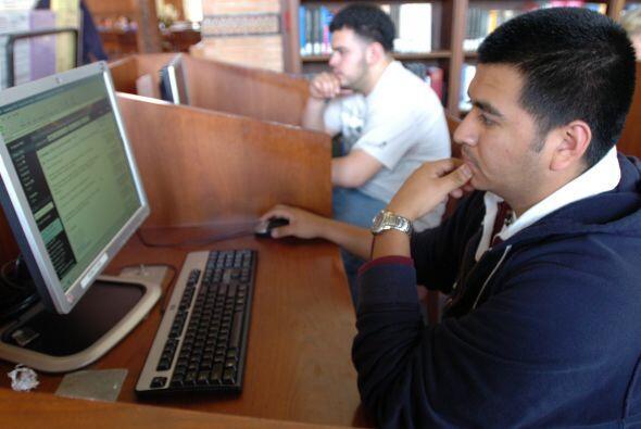 La red se ha convertido en un canal de comunicación para los latinos en...