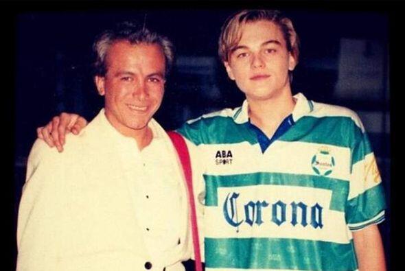 Hace algunos años, Leonardo Di Caprio utilizó la camiseta de Santos hace...