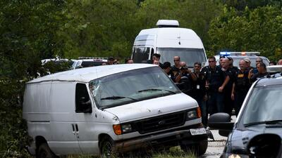 En fotos: La van sin ventanas que se convirtió en una trampa mortal para una familia hispana